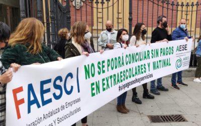 AAEECO, AESE y FAESC se lamentan en la concentración de ayer en San Telmo de la situación de desamparo de todas las empresas a quien representan por parte de la Junta.